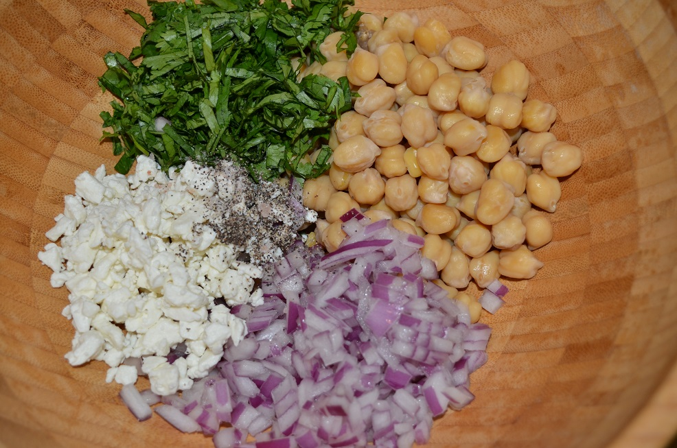 Ingredientes ensalada de garbanzo en bowl