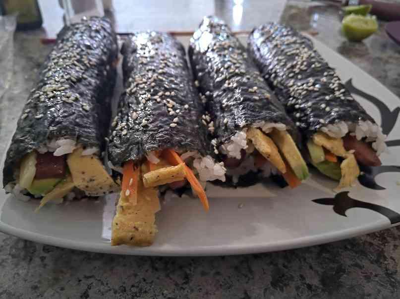 Kimbap de Spam – Con algunos ingredientes mexicanos